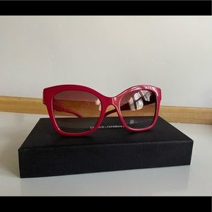 NWOT Dolce and Gabbana 4309 sunglasses